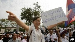 Cambodia's opposition Sam Rainsy Party's lawmaker Mu Sochua speaks during a protest rally in Phnom Penh, file photo.