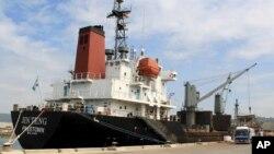 지난 3월 필리핀 당국은 유엔 안보리의 새 대북 결의에 따라 마닐라에 입항한 북한 원양해운관리회사 소속 화물선 '진텅호'를 억류했다. (자료사진)