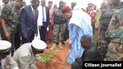 NIGER: Shugaba Issoufou Muhammadou ya dasa itace a bikin cika shekaru 56 da samun 'yanci