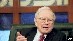 CEO dan Kepala Berkshire Hathaway, Warren Buffett, dalam wawancara dengan Fox di Omaha, Nebraska. (Foto: Dok)