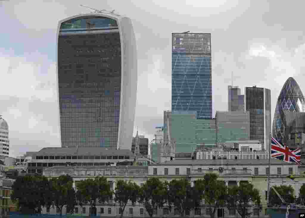 Tòa nhà cao tầng ở London, có biệt danh là Walkie Talkie, đã giành được Cúp Carbuncle hàng năm được trao cho một tòa nhà được đánh giá là xấu nhất của Vương quốc Anh.