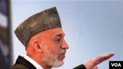 Por su parte , el movimiento militante desestimo las recomendaciones de Karzai hasta que las tropas extranjeras salgan del país.