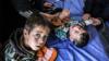گزارش نیویورک تایمز| من زنده ام: سوگواری نجات یافتگان زلزله ایران و تقلای دولت