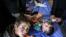 <div>وضعیت مصدومان زلزله کرمانشاه در بیمارستانهای صحرایی<br /> عکس : مهدی نصیری</div>