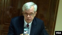 Embaixador americano em Cabo Verde, Donald Heflin