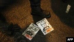 Активисты «Другой России» и движения «НАШИ» арестованы у здания ЦИК