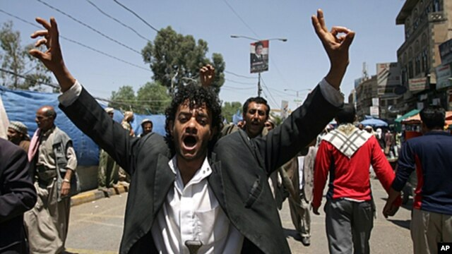 A Yemeni anti-government protester flashes the V for 'victory' sign ahead of funeral of those killed following three days of clashes between rival troops and attacks on anti-regime protesters in Sana'a, Sep, 21, 2011.