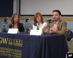 《力争碰壁》制片人埃伯利斯(左)、城市研究所教育政策中心主任汉娜威(中)、乔治华盛顿大学教授莱特(右)