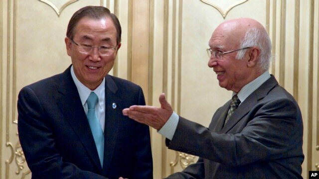 Pakistan's National Security Adviser Sartaj Aziz, right, meets U.N. Secretary-General Ban Ki-moon for talks at the Foreign Ministry in Islamabad, Pakistan, Aug. 13, 2013.