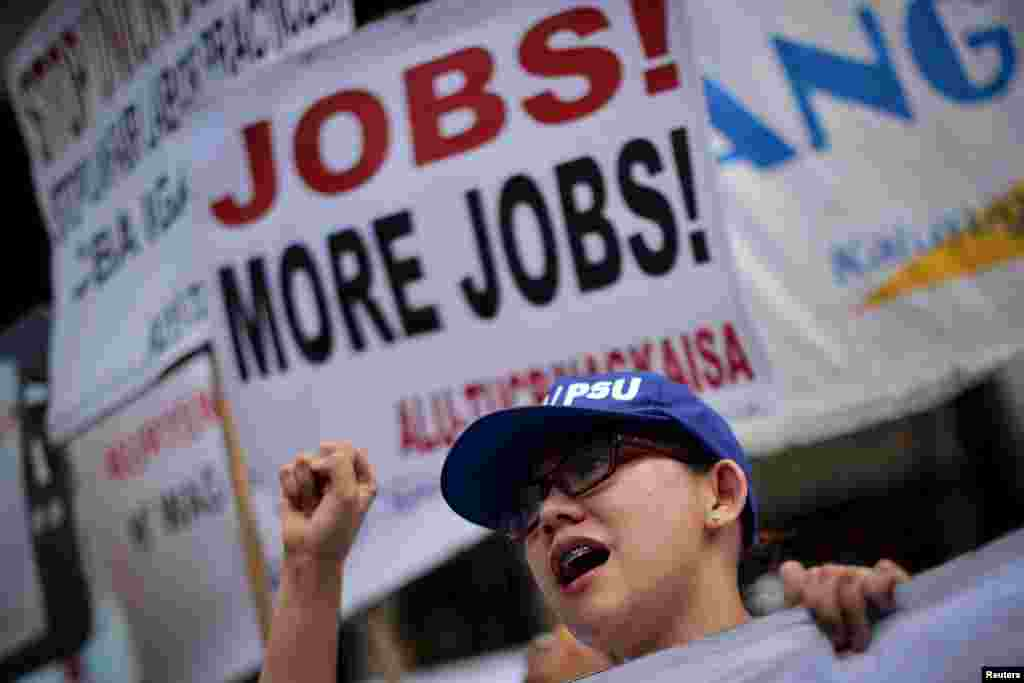A protestor chants slogans as thousands of workers march at the presidential palace during May Day rally in Manila, Philippines May 1, 2015.