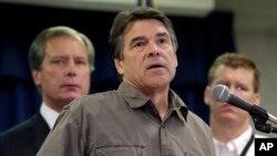 18일 텍사스 비료공장 폭발 사고와 관련하여 기자회견을 가진 릭 페리 텍사스 주지사.