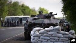 Trupe ukrajinske vlade 30 kilometara od Slavjanska, 1. maj, 2014.