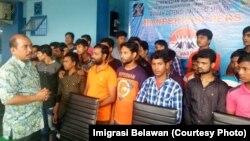 Puluhan WNA Bangladesh yang dideportasi usai kedapatan akan masuk ke Malaysia melalui jalur ilegal via Pelabuhan Tanjung Tiram, Kabupaten Batubara, Sumatera Utara, Jumat (11/1) (Courtesy: Imigrasi Belawan)