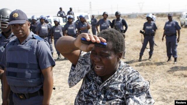 Scena na poprištu jučerašnjeg sukoba policije sa štrajkačima u Južnoafričkoj policiji