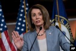 ប្រធានសភាតំណាងរាស្ត្រលោកស្រី Nancy Pelosi ថ្លែងនៅក្នុងសន្និសីទកាសែតមួយនៅវិមានសភា Capitol Hill រដ្ឋធានីវ៉ាស៊ីនតោន កាលពីថ្ងៃទី៩ ខែឧសភា ឆ្នាំ២០១៩។