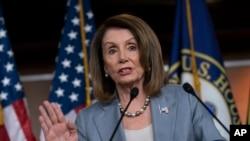 La Présidente de la Chambre des représentants, Nancy Pelosi, élue de la Californie, devant la presse au Capitol Hill, à Washington, le 9 mai 2019.