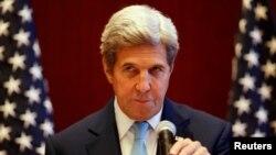 Menlu AS John Kerry berbicara kepada pers di pertemuan ASEAN di Vientaine, Laos hari Selasa (26/7).