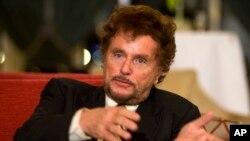 Alman sinema dünyası, ülkenin en tanınan televizyon film ve dizileri yönetmenlerinden Dieter Wedel'e yöneltilen taciz iddialarıyla sarsılıyor