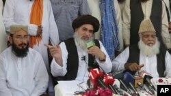 تحریکِ لبیک پاکستان کی اعلی قیادت نے آسیہ بی بی کی رہائی کا فیصلہ آنے پر اعلی عدلیہ، فوج اور حکومت کے ارکان کے خلاف کفر اور قتل کے فتوے دیے تھے۔