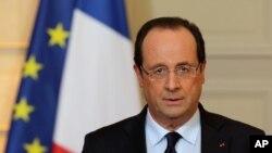 Rais wa Ufransa Francois Hollande akitoa hotuba huko Paris juu ya operesheni za kijeshi za nchi hiyo.