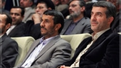 اسفندیار رحیم مشایی(راست) در کنار احمدی نژاد