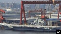 중국 북부 라이오닝 주의 항공모함 건조 현장 (자료사진)