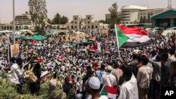 Para demonstran terus melakukan aksi demonstrasi di Khartoum.
