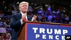 미국 공화당의 도널드 트럼프 대선후보가 9일 노스캐롤라이나주 윌밍턴에서 열린 유세에 참석했다.