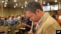 J.D. Greear, senior pastor of Summit Church in Durham, NC., prays during Sunday service at Summit Church, (File)