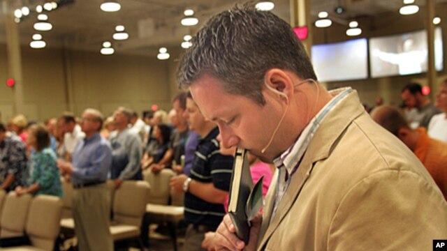 J.D. Greear, senior pastor of Summit Church in Durham, NC., prays during Sunday service at Summit Church, (File)