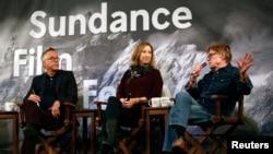 John Cooper, directeur du Festival de Sundance, Keri Putnam, directrice exécutive, et Robert Redford, fondateur, lors d'une conférence de presse, Park City, Utah, le 22 janvier 2015.