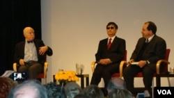 陳光誠座談會 (左起: 孔傑榮, 陳光誠, 貝爾金)