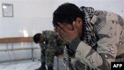 Chiến binh nhóm nổi dậy phản ứng sau khi các bạn đồng ngủ bị thương và bị thiệt mạng