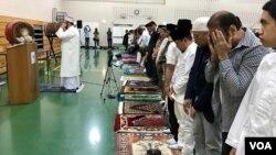 Diaspora muslim Indonesia di kawasan Washington DC, Amerika Serikat, melaksanakan salat Idulfitri di Balai Rakyat Gaithersburg, Maryland, Selasa, 4 Juni 2019.