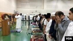 Diaspora muslim Indonesia di Washington DC, Amerika Serikat, melaksanakan salat Ied di Balai Rakyat Gaithersburg, Maryland, 4 Juni 2019.