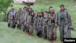 터키 PKK 소속 반군 선발대가 14일 이라크로 철수하고 있다.