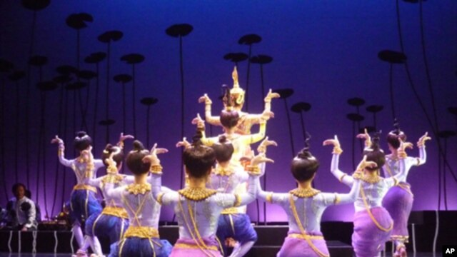 """A scene from """"The Lives of Giants,"""" a Khmer classical dance adaptation of the Ramayana story of a giant named Akaeng Kameaso, a guardian for the Hindu god Shiva who is mocked for his ugliness."""