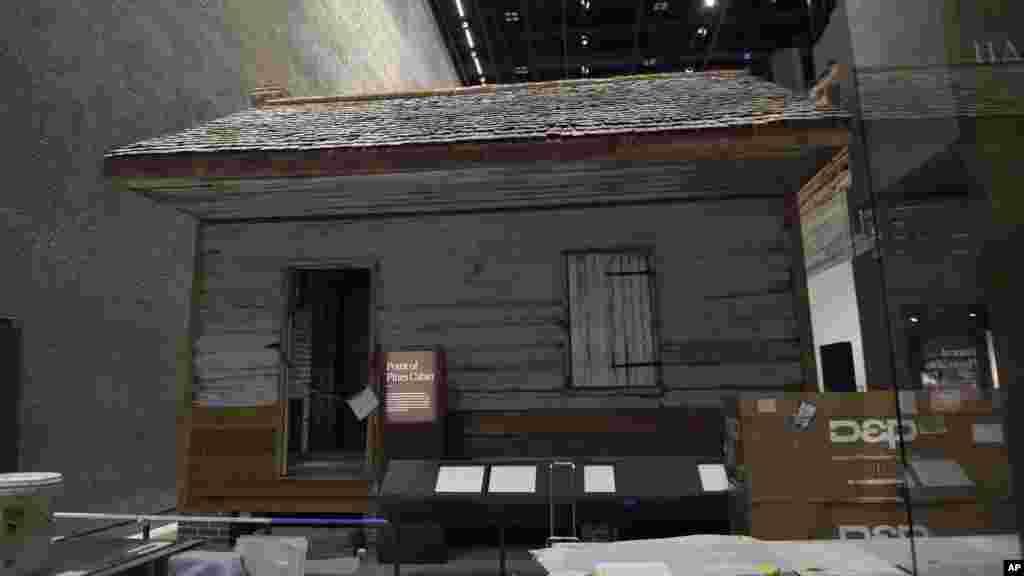 Une cabine d'esclave du Plantation de point de Pines au Musée Smithsonian à Washington DC, 14 septembre 2016.