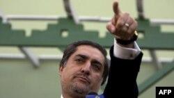 عبدالله عبدالله خواهان برکناری رییس کمیسیون برگزاری انتخابات این کشور پیش از انجام دور دوم رای گیری در ماه آینده شد