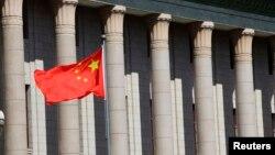 Quốc kỳ Trung Quốc bên ngoài Sảnh đường Nhân dân ở Bắc Kinh.