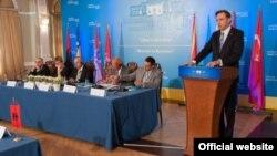 Predsednik crnogorskog parlamenta Ranko Krivokapić govori na Cetinjskom parlamentarnom forumu (skupština.me)