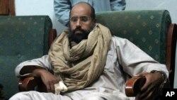 Le fils de Mouammar Kadhafi, Seif al-Islam, en garde à vue à Zintan, en Libye, le 19 novembre 2011.