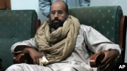 Seif al-Islam khi bị bắt (ảnh tư liệu, 19/11/2011)