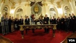 La presidenta Cristina Fernández de Kirchner y el nuevo ministro de Salud en una conferencia en la Casa Rosada.