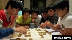 라오스에서 강제 북송된 탈북 청소년 9명이 중국 거처에서 지낼 당시 모습. 한국의 박선영 전 의원이 4일 공개했다.