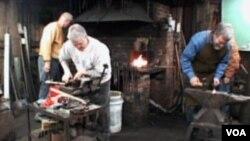 SAD: Udar čekića po usijanom željezu i nakovnju odjekuje i danas