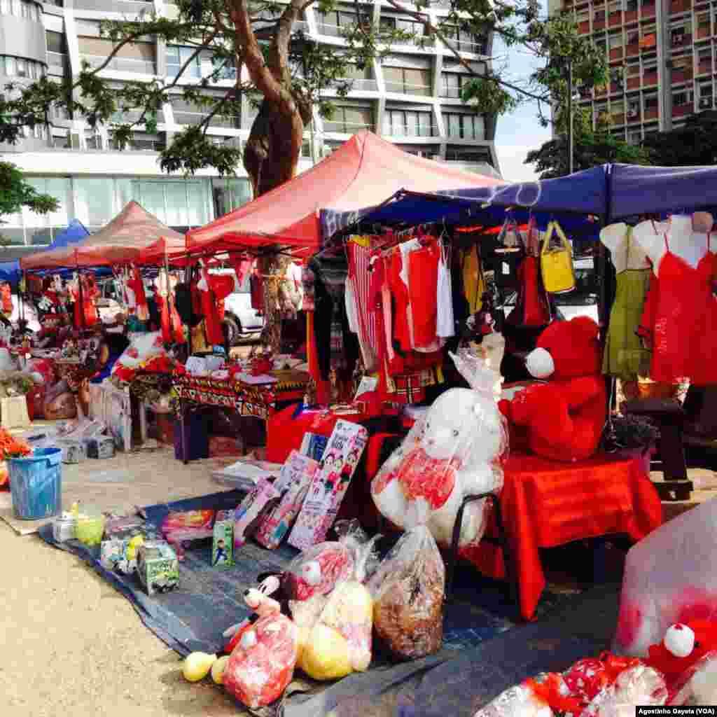 Praça em Luanda no dia dos namorados/ dia de S. Valentim
