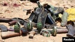 Senjata yang digunakan oleh militan al-Shabab yang tewas dalam serangan di Baidoa, Somalia hari Kamis (12/3).