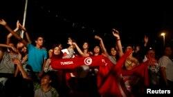 Demonstan di Tunis menuntut pemerintah berkuasa untuk mengundurkan diri (foto: dok).