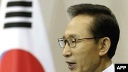 Tổng thống Lee Myung-bak nói rằng Hán Thành để ngỏ cho cuộc đối thoại, nhưng sẽ phản ứng rất mạnh trước bất cứ hành động khiêu khích mới nào từ Bình Nhưỡng